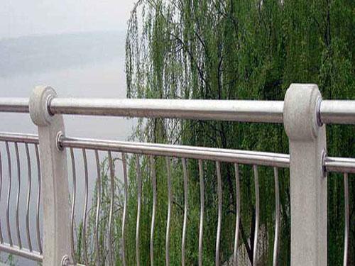 不锈钢景观护栏的应用